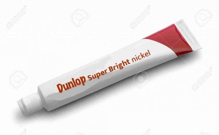 1606152860_46795064-tube-rouge-de-dentifrice-isol-sur-fond-blanc-.thumb.jpg.7b36b457556c05a37dd1d1c83d2cf89e.jpg